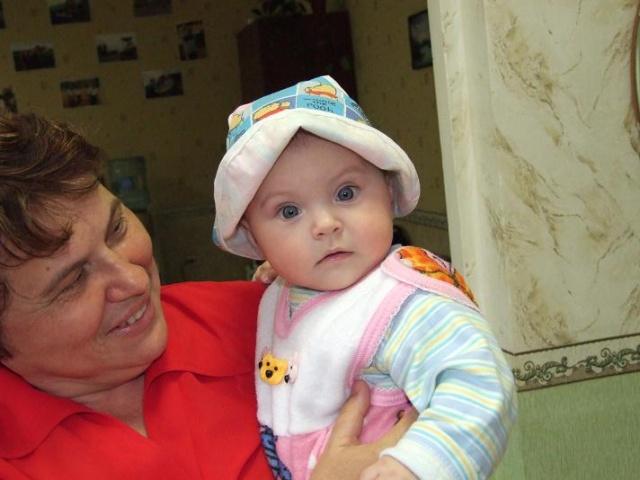 УМжена с внучкой.JPG