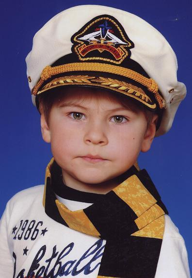 Максимка - почти капитан рыболовного сейнера.JPG