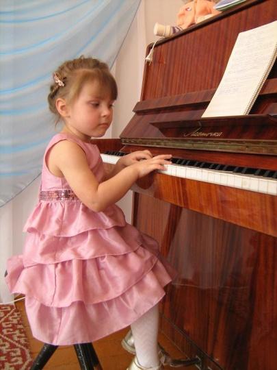 У моей внучки Марины - музыкальные задатки деда.JPG