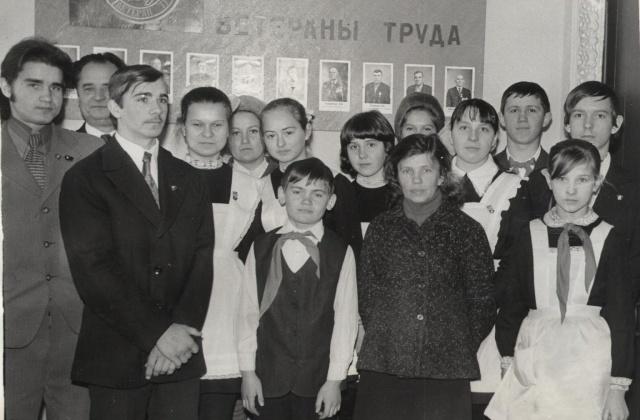 Я - директор Дроздовского музея имени С П Денисова, дважды Героя Сов Союза, военного летчика, рядом мой отец и друзья-.JPG